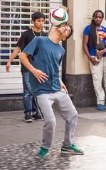 Brussels StreetArtists V1 (saigneurdeguerre) Tags: street brussels summer 3 canon europa europe belgium belgique mark candid iii belgi bruxelles danse ponte zomer 5d rap t brssel brussel belgica bruxelas belgien streetshot aponte photosderue vro antonioponte ponteantonio saigneurdeguerre