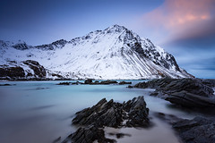 Storsandnes beach (Lukasz Lukomski) Tags: longexposure sea sky snow mountains beach water norway coast norge sand rocks europa europe scandinavia lofoten gry woda archipelago skay morze niebo plaa piasek sigma1020 norwegia wyspa snieg wybrzee skandynawia lofoty storsandnes nikond7200 lukaszlukomski