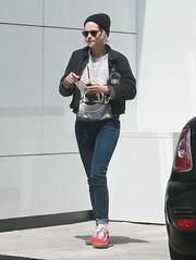 FFN_IMAGE_52039303 FFN_SET_70006171 (robstensimplesmente.amor) Tags: usa sunglasses jeans beverlyhills redshoes blackhat blacktop kristenstewart