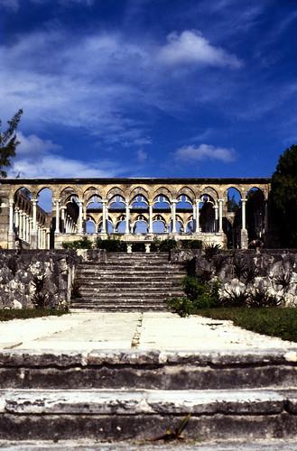 "Bahamas 1988 (272) Paradise Island: Versailler Garten und Kloster • <a style=""font-size:0.8em;"" href=""http://www.flickr.com/photos/69570948@N04/23500355594/"" target=""_blank"">View on Flickr</a>"