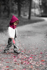 Chaperon Rouge (Armando Maiorano) Tags: autumn red baby foglie rouge little rosso chaperon
