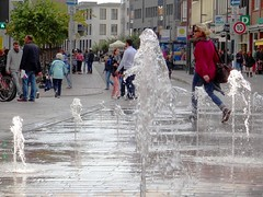 Fountains And People (yantrax) Tags: street city people urban color wet water fountain colors wasser downtown cityscape outdoor sony citylife bubbles stadt brgersteig strase streetphotographie