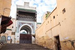 Calle de Fez con Mezquita Andaluz (Pablo Rodriguez M) Tags: morocco fez maroc marruecos fs