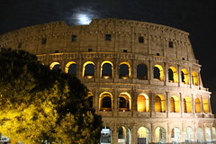 Colise, arbre et lune_IMG_7248 (Hlne (HLB)) Tags: light sky italy moon rome roma tree night clouds lune europe nacht lumire ciel nuages nuit arbre rom baum italie colosseo colise