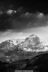 Mehatxu ederra (izubiaurre) Tags: schnee winter espaa mountain snow rural landscape nieve atmosphere paisaje hills invierno es montaa atmosfera euskadi elurra mendia atmsfera paisaiak negua baliarrain nekazalmundua