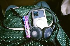 travler's music (Nai.) Tags: travel music 35mm 400 backpack mentos fujifilm pointandshoot filmcamera headphone compactcamera xtra fujicolor filmphotography colornegativefilm 135film ipodclassic pentaxespiomini akgk420