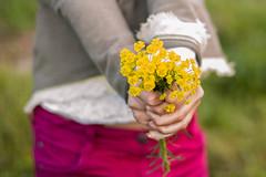Felicidades!! Congrats!! (Nathalie Le Bris) Tags: flower mujer women hand femme flor mano