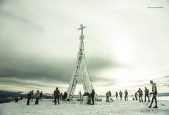 Gorbeiako gurutzea (Jabi Artaraz) Tags: winter nieve cruz invierno zb elurra gorbea gorbeia gurutzea montañeros euskoflickr jabiartaraz jartaraz