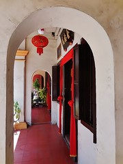 a hotel decorated (SM Tham) Tags: windows building hotel chinese corridor arches chinesenewyear unescoworldheritagesite malaysia lantern verandah melaka doorways malacca redcloth fivefootway tanchenglockstreet