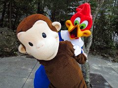 Curious George and Woody Woodpecker (meeko_) Tags: monkey george orlando woodpecker florida woody curiousgeorge characters universal curious studios universalstudios themepark woodywoodpecker universalorlando universalstudiosflorida woodywoodpeckerskidzone universalorlandocharacters
