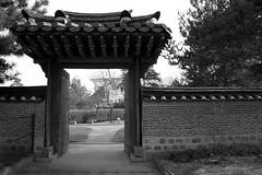 La Porte (Nicolas -) Tags: park door bw paris france garden way open chinese perspective jardin nb porte parc chemin ouverture louisvuitton chinoise fondation acclimatation nicolasthomas