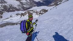Lodowiec Gran Paradiso z grani szczytowej. nasz przewodnik. (Tomasz Bobrowski) Tags: ski mountains alps gry alpy skitouring narty granparadiso valsavarenche graianalps skitury skitura alpygraickie