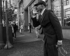 Chestnut Street, 2015 (Alan Barr) Tags: street people blackandwhite bw philadelphia monochrome mono blackwhite candid streetphotography sp streetphoto gr gesture ricoh chestnutstreet 2015