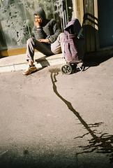 Ronger son frein (Aurdur) Tags: world street camera city portrait urban bw india white black france eye nature souls 35mm lens photography cool aperture europe flickr moments fotografie faces candid flash creative large commons going scout olympus scene snap explore crop 28 eyed moment pocket unposed documentation left rue georgie ville collecting vie tog durand decisive quotidien aurlien fhoto my2 mju2 2 caucase mjuii strassenfotografie flickriver streettog seelenraub aurdur
