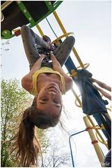 spijkerbroekhangen (HP0000176) (Hetwie) Tags: school game play kinderen nederland jeans noordbrabant spelen montessorischool helmond klimrek sportdag spijkerbroekhangen koningsspelen