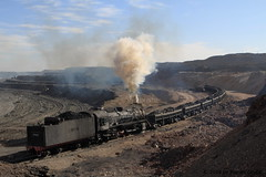 I_B_IMG_6243 (florian_grupp) Tags: china railroad train landscape asia mine desert muslim railway steam xinjiang mikado locomotive coal js steamlocomotive 282 opencastmine sandaoling