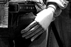 Gliederhand / Modellhand (ingrid eulenfan) Tags: hand schaufenster jeans schaufensterpuppe displaydummy schw gliederpuppe gliederhand modellhand