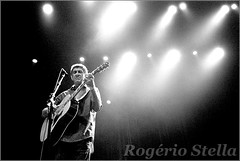Fagner (Rogerio Stella) Tags: show stella bw music white black branco portraits banda photography photo cantor concert nikon samba photographer tour guitar song retrato live stage gig performance band pb preto pop bands rogerio portraiture sing idol singer instrument acoustic vocalist mpb 40 anos fotografia documentation venue instruments msica nacional canto vocalista career palco violo fotojornalismo dolo carreira apresentao 2015 raimundo fagner documentao documentarist
