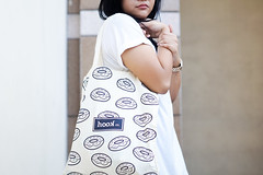Hook.co (Lion Haloho) Tags: woman fashion bag pentax sony tote