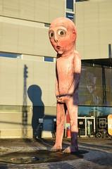Uje somm (anuwintschalek) Tags: winter sculpture man statue modern port finland helsinki finnland december harbour mann hafen peeing mees sadam kuju talv 2015 soome zuvielbier pinkeln toomuchbeer peeingboy peeingman d7k skulptuur nikond7000 pissiv pissivpoiss 18140vr pissivmees pinkelndermann liigapaljuõlut
