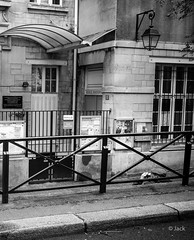 alcoolisme ordinaire (Jack_from_Paris) Tags: street leica bw beer angle noiretblanc wide rangefinder m alcool type monochrom capture mode bire 240 lightroom boisson dng 10770 11879 nx2 tlmtrique alcoolisme leicasummicronm35mmf2asph l2000234bw