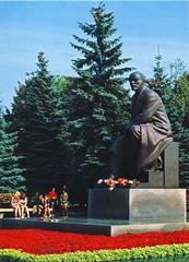 Lenin in Moskau (Kreml) (SebastianBerlin) Tags: lenin sculpture monument 1967 kremlin ussr kreml   udssr  leninstatue  leninmonument      pintschuk speranski   benjaminpintschuk weniaminpintschuk sergejsperanski