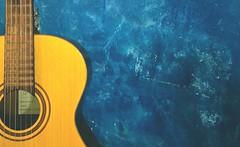 Metade violo, metade minha paixo. (juliano.fchaves) Tags: life blue music yellow azul zeiss nokia amarelo vida carl musica passion sight 20 filters paixo lentes minha bege violo cordas 1520 filtros megapixels lumia pureview camera360