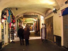 Sottoripa Genova (maurizio.traverso) Tags: genova centrostorico piazzacavour caruggi caricamento sottoripa piazzabanchi