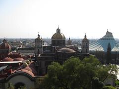 """Mexico City: vue sur l'Ancienne et la Nouvelle Basiliques <a style=""""margin-left:10px; font-size:0.8em;"""" href=""""http://www.flickr.com/photos/127723101@N04/25307789962/"""" target=""""_blank"""">@flickr</a>"""