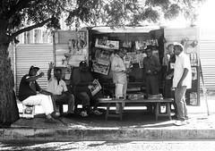 """El kiosco de """"El Piojo"""" (Estevesito) Tags: old blackandwhite venezuela periodicos alegria historia icono hombres puntofijo elpiojo"""