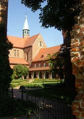 Am Kloster Lehnin, Brandenburg ... (bayernernst) Tags: park deutschland kirche september brandenburg klosterkirche 2013 lehnin klosterlehnin 07092013 snc17020