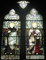 The Parish Church of Saint Leonard Watlington: stained glass window (John Steedman) Tags: uk greatbritain england church window unitedkingdom stainedglass oxfordshire stainedglasswindow oxon grossbritannien    grandebretagne watlington saintleonard
