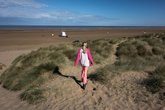 Walking to the beach (tabulator_1) Tags: beach girl shore ainsdale southport