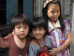 sister and brothers (the foreign photographer - ) Tags: two portraits canon thailand brothers sister bangkok bang bua khlong bangkhen g1x mar122016canon