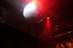 Disco ist nicht tot (logikfehler) Tags: hamburg disko diskokugel thomasreedpub