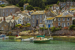 Un piccolo angolo di pace / A small, peaceful corner (Mousehole, Cornwall, United Kingdom) (AndreaPucci) Tags: uk summer port fishing holidays cornwall village canoneos60 andreapucci mausehole