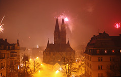 Welcome 2016 ( #cc ) (marfis75) Tags: night germany deutschland fire cool wiesbaden fireworks nacht strasse kirche firework clear german midnight welcome feuer silvester neujahr lichter happynewyear feuerwerk uhr willkommen raket 2016 rakete ringkirche mitternacht znden nulluhr