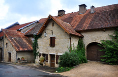 Belvoir, le village -2/5 (.Sophie C.) Tags: village 25 franchecomt belvoir doubs maisonsanciennes patrimoinecivil