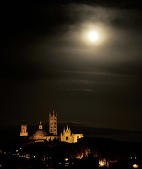 Siena and moon (hbothmann) Tags: nightshot luna siena nachtaufnahme moonmond  sienamitmond sienaundmond sienaandmoon sienawithmoon sienaeluna