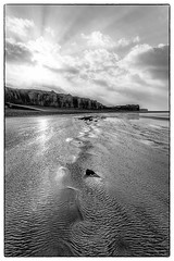 """ I feel..."" (jean76_58) Tags: bw cliff beach nature landscape coast blackwhite sand graphic pentax cte nb normandie paysage falaise plage noirblanc graphisme jean7658"