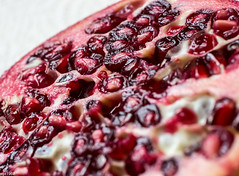 Punica granatum (wpt1967) Tags: red macro rot makro frucht sss lecker obst lekka canon50mmcompactmacro punicagranatum granatapfel eos60d wpt1967