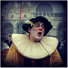 Carnevale a Venezia... (rogilde - roberto la forgia) Tags: venice party fun happy mask clown serenity festa havefun carnevale venezia maschera piazzasanmarco perplesso gioia pagliaccio rossini perplessità felicità carnevaledivenezia essenza rileva