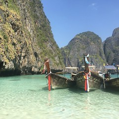 Koh Phi Phi Leh (Krabi province, Thailand) (Elizabeth Francesca Perone) Tags: vacation tourism beach thailand island sand shore longboat kohphiphi phiphiisland clearwater krabiprovince