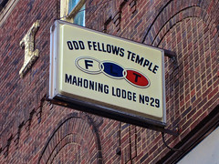 Odd Fellows Temple, Warren, OH (Robby Virus) Tags: ohio building sign temple order lodge odd international signage warren 29 fraternal organization flt fellows ioof mahoning