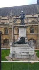 Oliver Cromwell statue outside the Houses of Parliament #cleanairnow (Julie Ramsden) Tags: westminsterabbey greenpeace housesofparliament parliament cromwell olivercromwell cleanairnow
