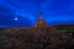 la luna (clover2500) Tags: luna amanecer cielo nubes nocturna navarra bardenasreales
