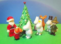 24_12_15moomins (Jill Sawyer Phypers) Tags: christmas toys photoaday moomintroll moomins toyphotography 365project