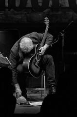 _JTS8561 Jamboree Marc Ribot Guitar and balloon BW (Thundershead) Tags: music guitar guitarra livemusic master msica guitarplayer marcribot
