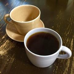 #岡澤悦子 さんの #うつわ と #桑原奈津子 さんのパンケーキ展?を #ギャラリーフェブ へ。 すみれ色のマグカップに一目惚れ。妻はあんず色のマグカップとソーサーを購入。 こういう展示会は危険だ。 #galleryfeve #吉祥寺