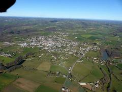 Naucelle (Franois Magne) Tags: village place ciel prairie paysage rue extrieur glise vue antenne ulm champ vues aveyron aerienne ariennes naucelle pendulaire